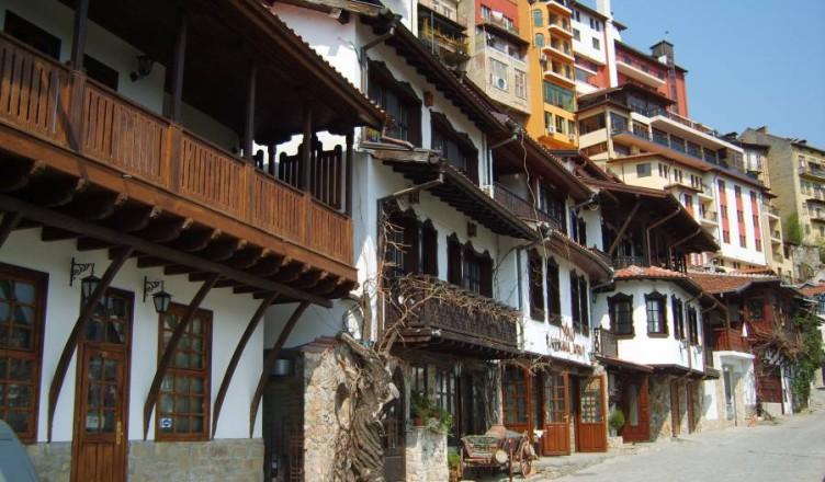 Възрожденски градски и извънградски къщи Велико Търново